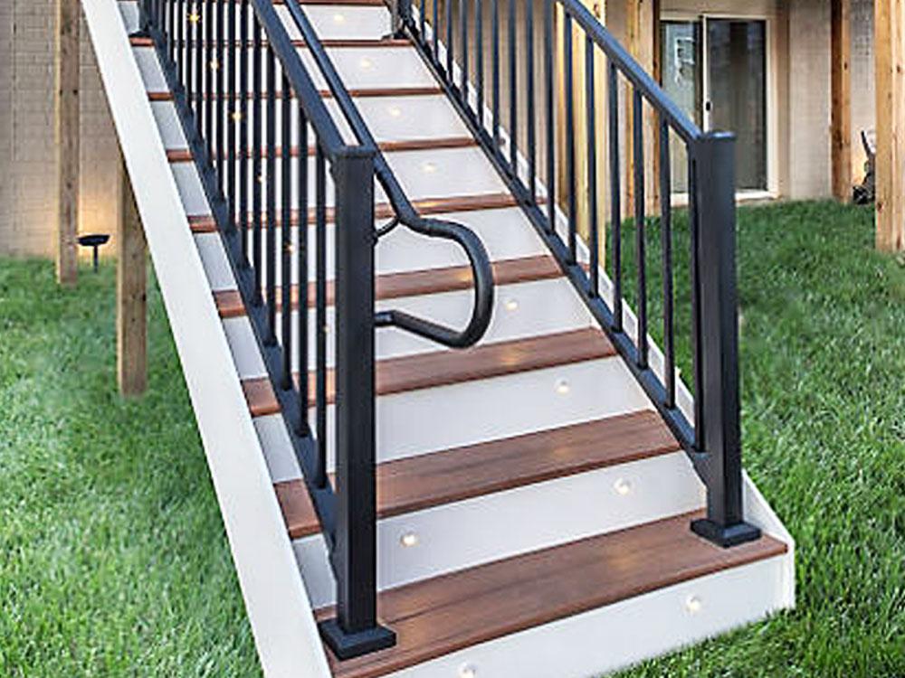 Trex ADA-compliant handrail